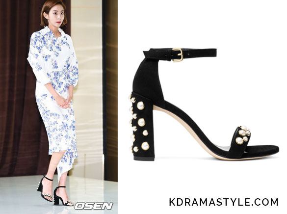 Uee Wears Black Studded Sandals at